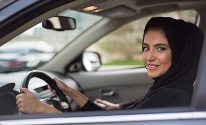Suud Prens'ten kadın sürücülere 'Deve'li destek