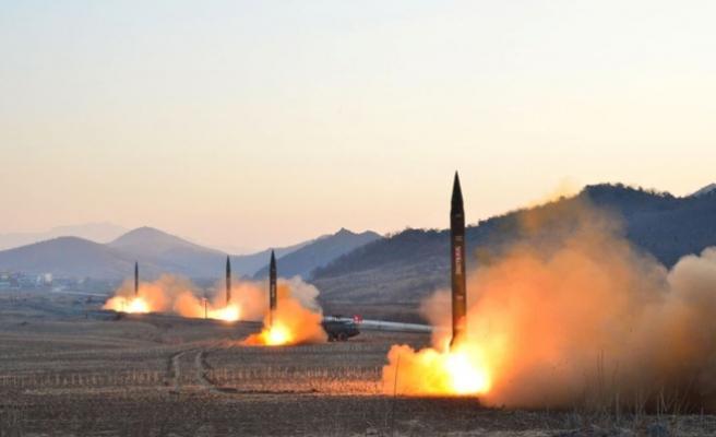 Kuzey Kore'nin fırlattığı balistik füze Japonya kıyısı açıklarına düştü