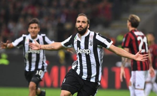 Juventus, Milan'ı devirdi