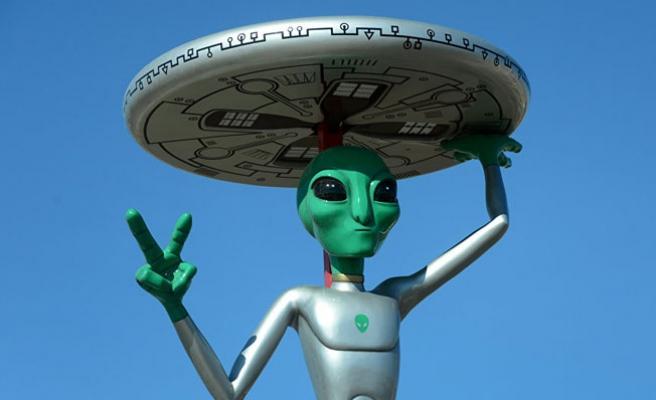 Eski Savunma Bakanı: Uzaylılar geldi, vurduk!