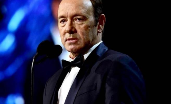 Netflix cinsel tacizle suçlanan Kevin Spacey ile bağlarını kopardı