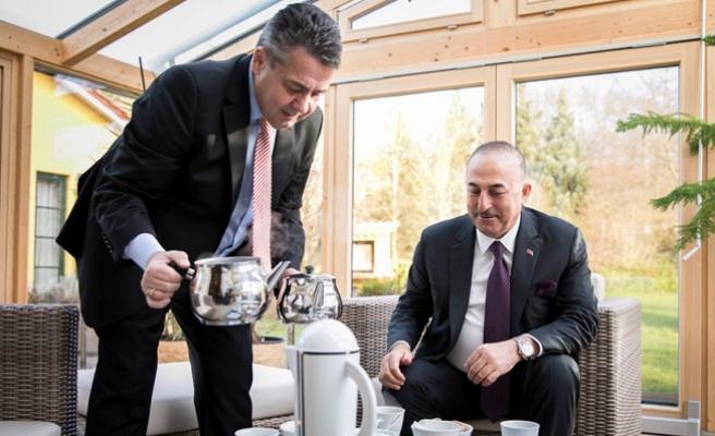Alman Mevkidaşından Çavuşoğlu'na Türk Çayı