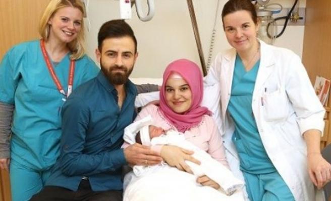 Avusturya'da ırkçılar yeni doğan Türk bebeği hedef aldı