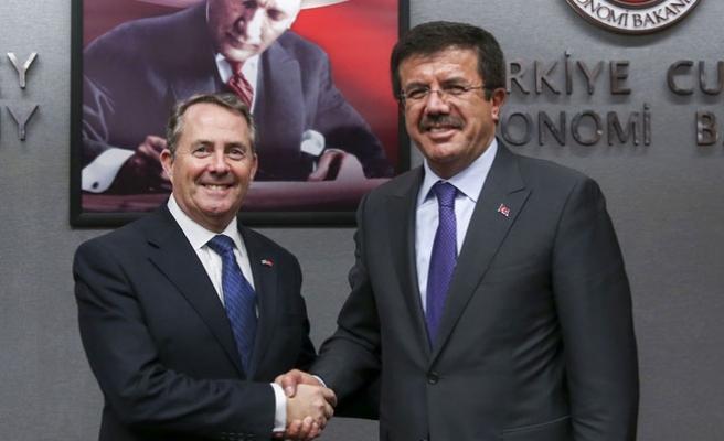 İngiliz Bakan Fox, ekibiyle Ankara'da
