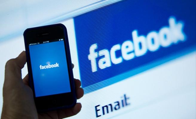 Facebook, kullanıcıların cep telefonu konuşmalarını ve SMS'lerini de 'kaydetmiş'