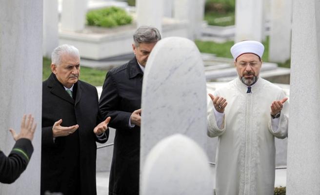Başbakan Binali Yıldırım, İzzetbegoviç'in mezarında