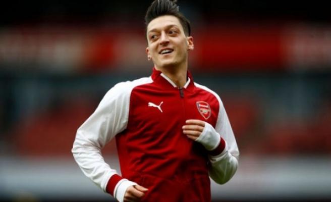 Yıldız futbolcu Mesut Özil, Premier Lig tarihine geçti
