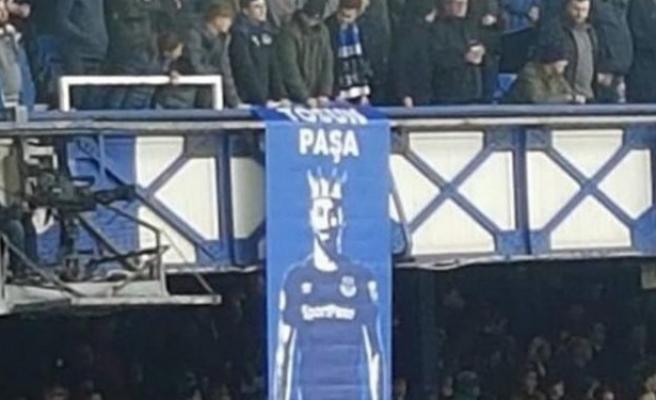 Everton taraftarından Cenk Tosun'a büyük jest