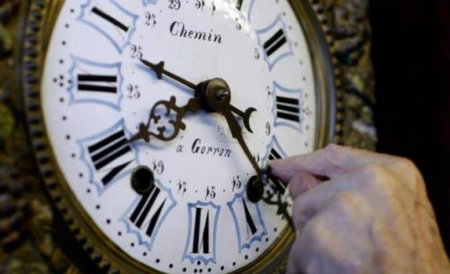 İngiltere'deki okullar analog saatlerden vazgeçiyor