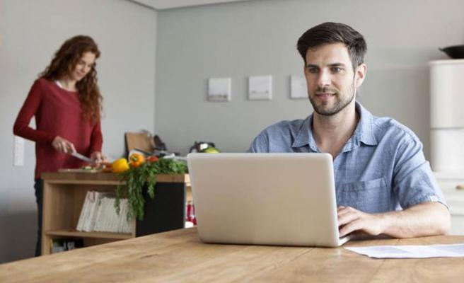 Kadınlar İnternette Erkeklerle Eşitlenecek