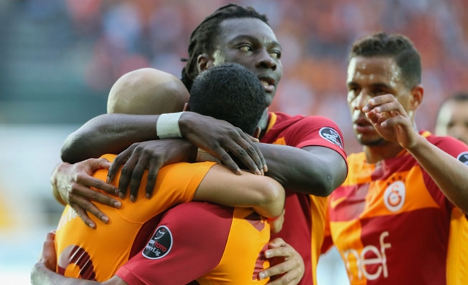 Akhisarspor'u Yenen Galatasaray Zirvedeki Yerini Korudu