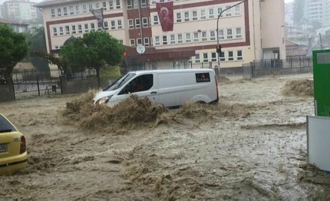 Ankara'da sağanak zor anlar yaşattı