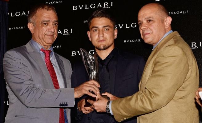 """Cengiz Ünder'e """"En Başarılı Genç Yabancı Oyuncu"""" ödülü"""
