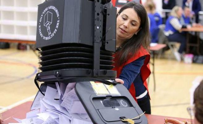 İngiltere'de halk yerel yönetimler için oy verdi