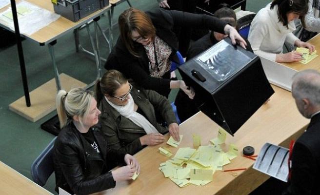 İngiltere'de yerel seçimlerin galibi yok