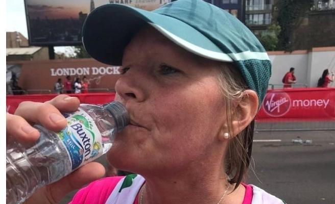 Londra Maratonu'nda kadın koşucu su komasına girdi