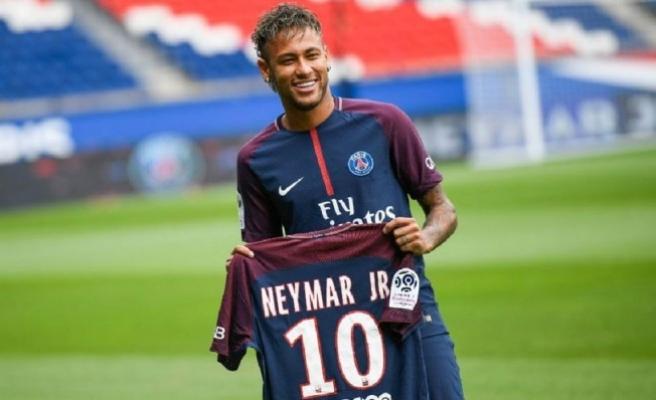 Neymar PSG'de kalıyor