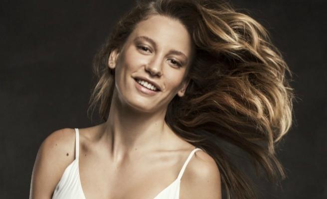 Serenay Sarıkaya Cannes Film Festivalin ilgi odağı oldu