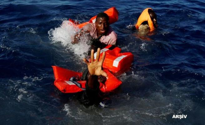 Afrikalı göçmenleri taşıyan tekne battı: 40 ölü