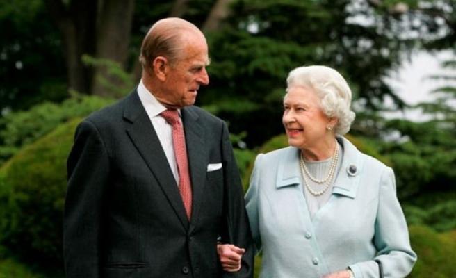 İngiltere, 92 Yaşındaki Kraliçe'nin Cinsel Hayatını Konuşuyor