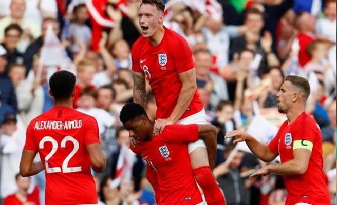 İngiltere kupayı kazanırsa ekrana bikiniyle çıkacak