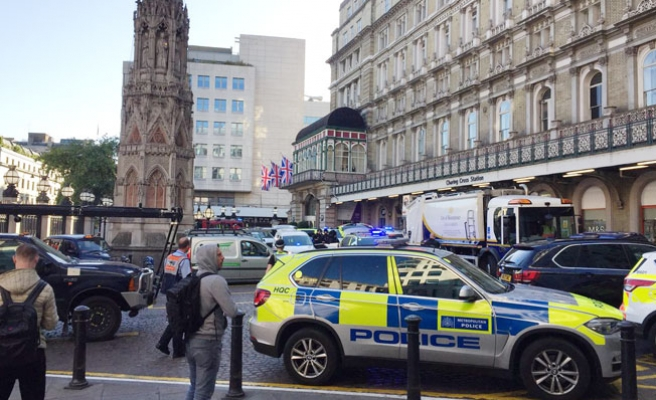 Londra'da Bomba Alarmı! İstasyon Boşaltıldı