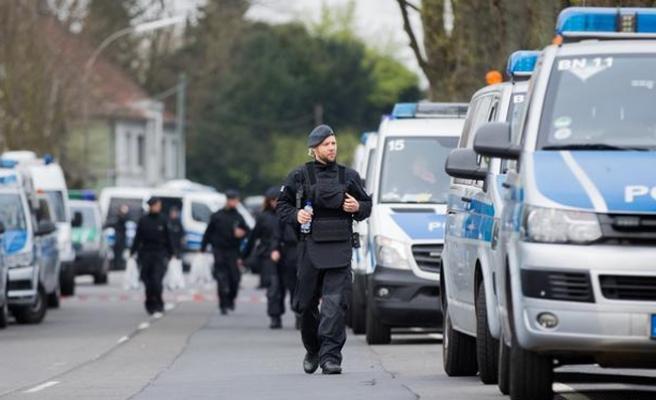 Almanya'da otobüste bıçaklı saldırı!