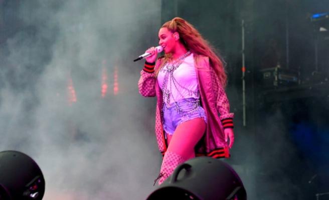 Beyonce sahnede mahsur kaldı, operasyonla kurtarıldı