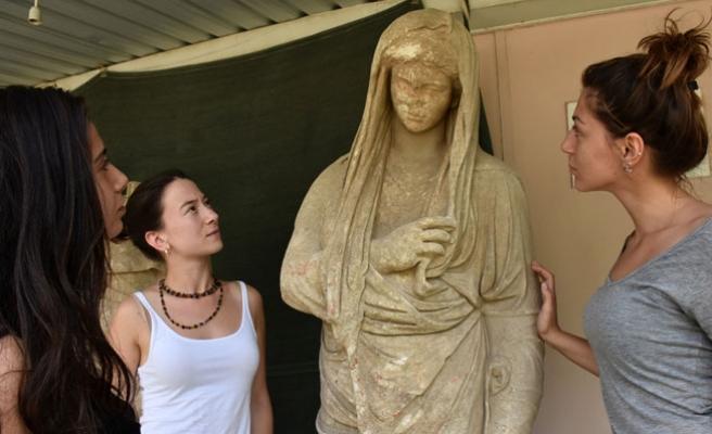 Her biri 2 bin yıllık 6 heykel bulundu