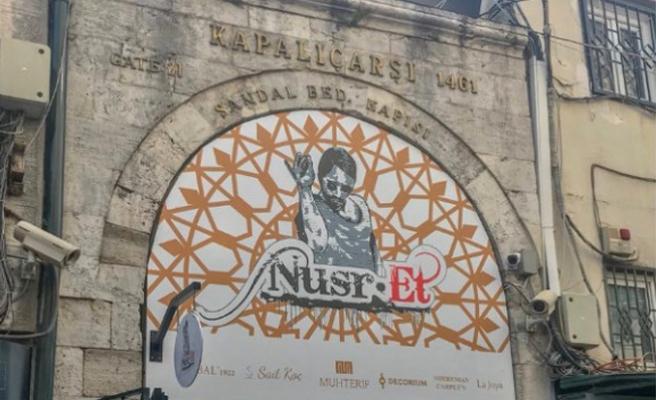 Tarihi kapıya Nusr-Et tabelası asıldı