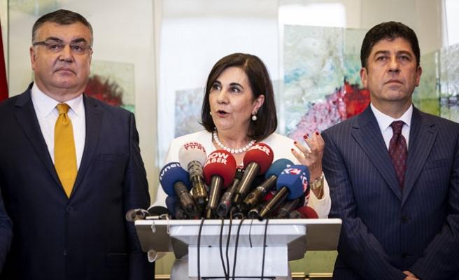 CHP'de olağanüstü kurultay için toplanan imzalar teslim edildi
