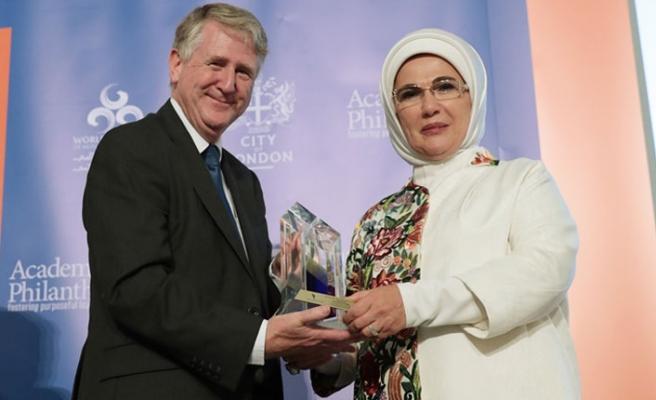 """Emine Erdoğan'a Londra'da """"İnsani Hizmet Takdir Ödülü"""""""