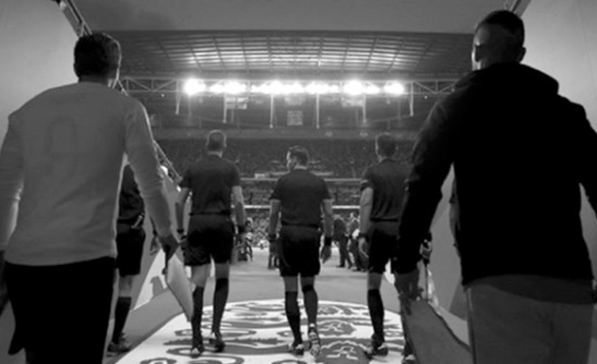 İngiltere-İsviçre maçı siyah-beyaz yayınlanacak