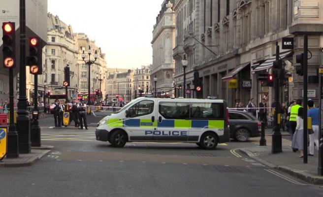 Londra'da Bombalı Araç Paniği