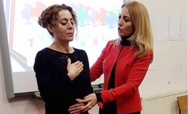 Ünlü Spiker Ayşegül Bıçkıcı'nın Diksiyon Dersleri Londra'da Devam Ediyor