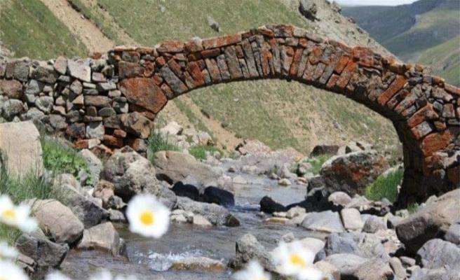 300 yıllık tarihi köprü çalındı