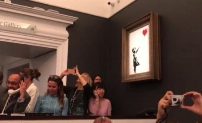 İngiliz grafiti sanatçısının tablosu satıldıktan sonra parçalara ayrıldı