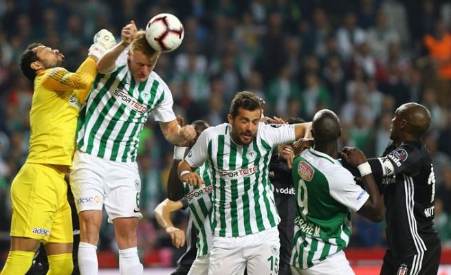 Konyaspor karşısında 10 kişi kalan Beşiktaş pes etmedi