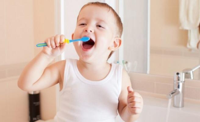 Diş bakımı bebeklikte başlamalı