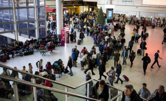 Londra Gatwick Havalimanı'nda uçuşlar yaklaşık 32 saat sonra yeniden başladı
