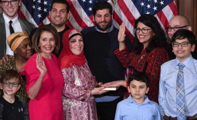 ABD Kongresi'nin ilk Müslüman kadın üyeleri Kuran'a el basarak yemin etti