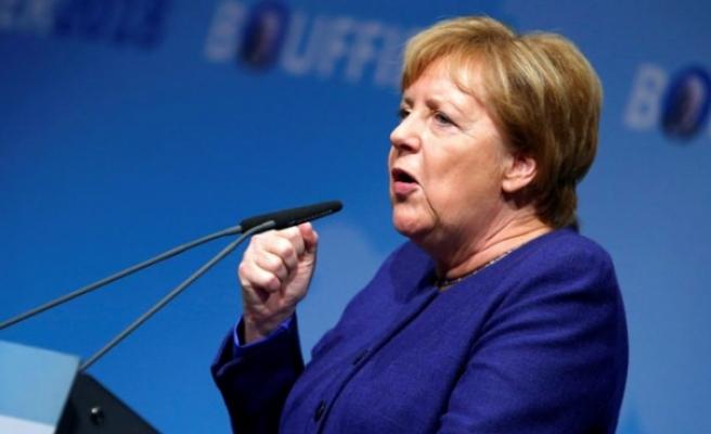 Cumhurbaşkanı Steinmeier ve Başbakan Merkel dahil birçok siyasetçinin kimlik bilgileri çalındı