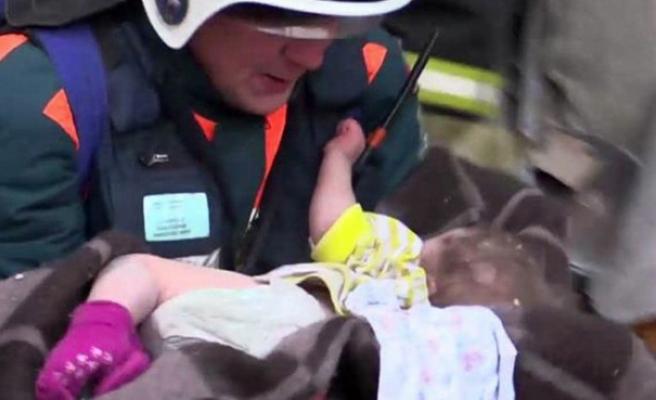 Rusya: Eksi 17 derecede bina enkazından çıkarılan Ivan'ın durumu kritik