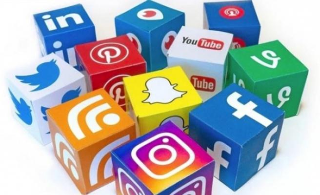 Günde 4 saat sosyal medyada geçiriliyor