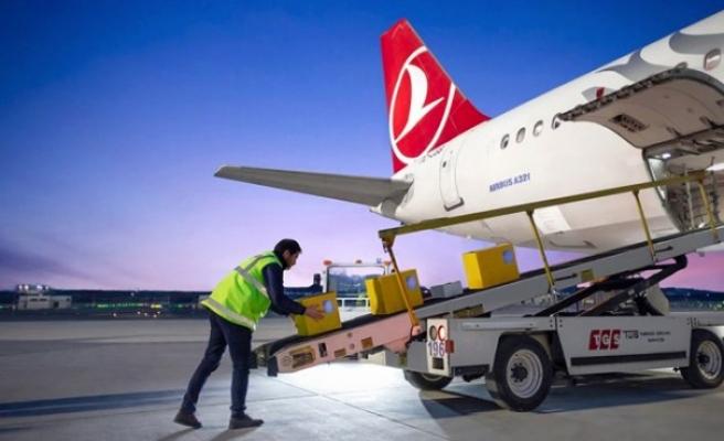 Turkish Cargo'nun ilk kargosu Türk bayrağı oldu
