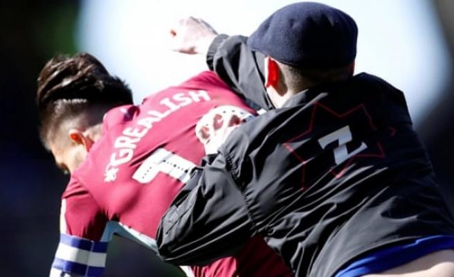 Aston Villa kaptanına saha içinde saldırı
