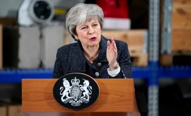 İngiltere Başbakanı May'den şok açıklama: AB'den asla çıkamayabiliriz