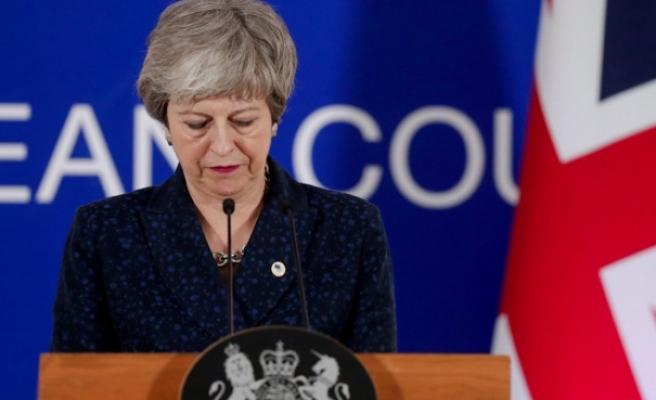 Theresa May Parlamentodan ümitsiz!