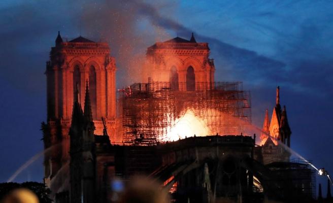 Dünya Liderlerinden Notre Dame Katedrali Mesajı