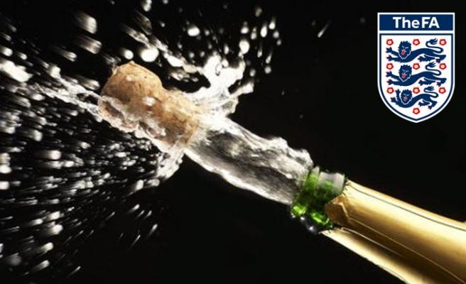 İngiltere'de kupa kutlamalarına şampanya yasağı geldi